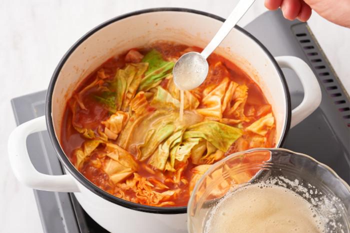 ゼラチンを溶いてスープに入れる